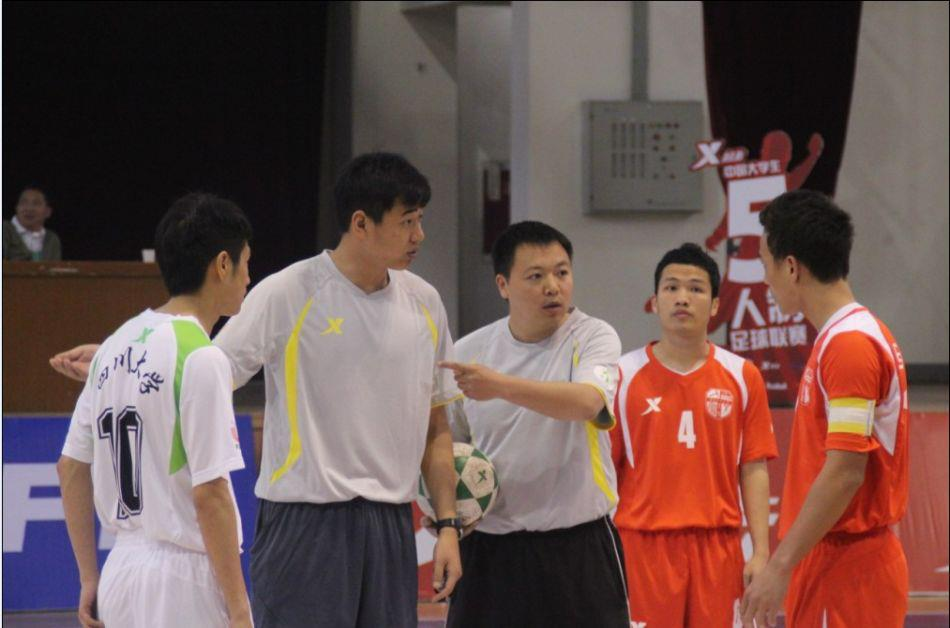 tham gia giai futsal trung quoc